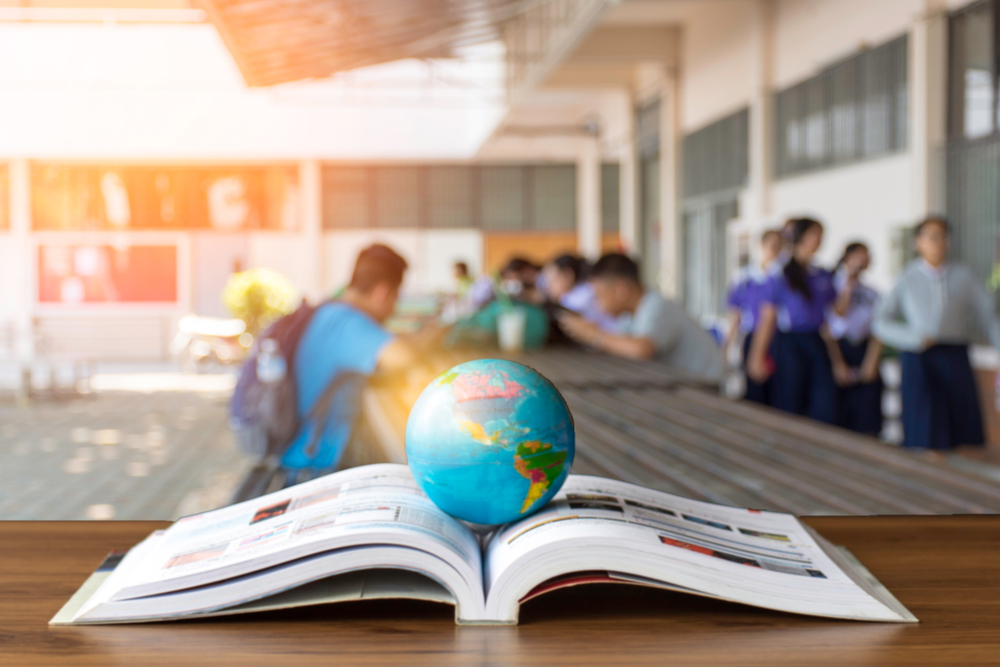 الدراسة حول العالم
